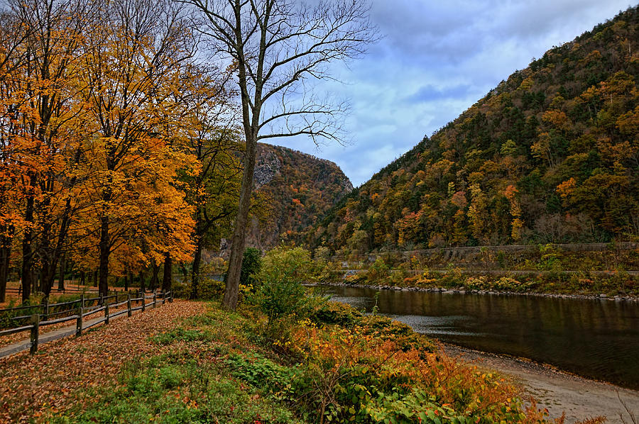 Delaware Water Gap Photograph - An Autumn Day by Lanis Rossi
