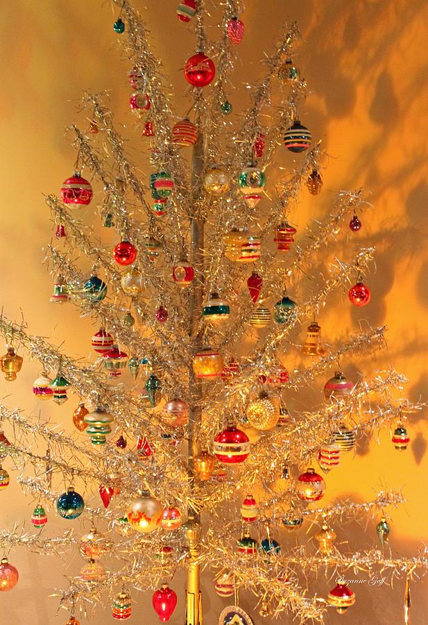 An Old Fashioned Christmas - Aluminum Tree Photograph by ...