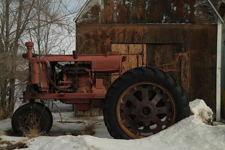 Tractors Photograph - An Old John Deer by Jeff Swan