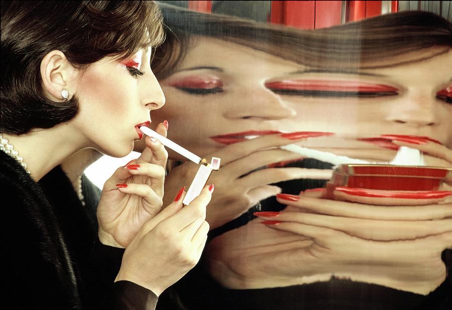 https://images.fineartamerica.com/images-medium-large-5/anjelica-huston-lighting-a-cigarette-bob-stone.jpg