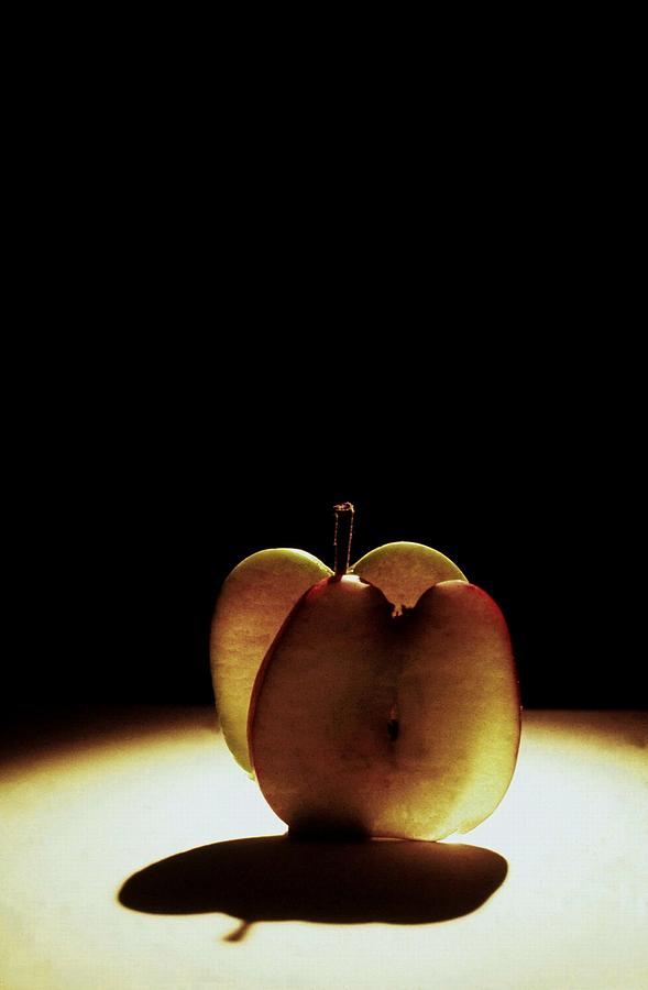 Apples Photograph - Apple Slices by Alfredo Martinez