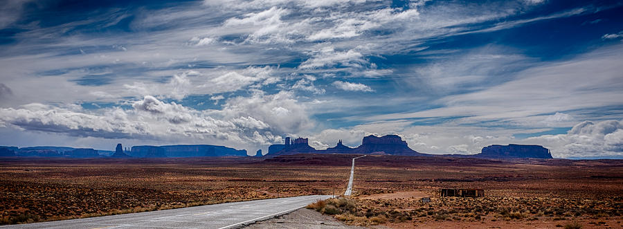 Approaching Monument Valley II by Ron White