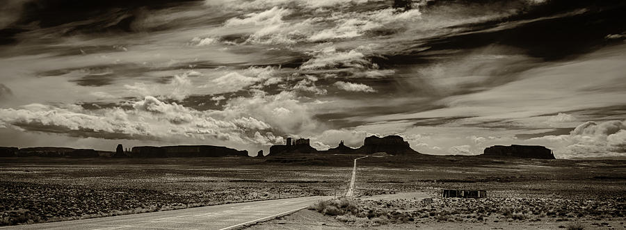 Monument Valley Ut Photograph - Approaching Monument Valley by Ron White