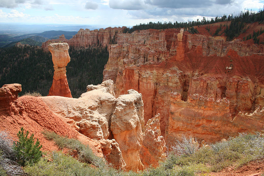 Bryce Canyon Photograph - Aqua Canyon II by Mary Gaines