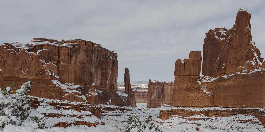 Arches National Park Photograph - Arches Park Avenue by Mike Herdering