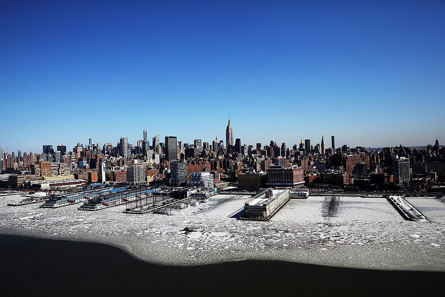 Arctic Cold Weather Chills New York City Photograph by Spencer Platt