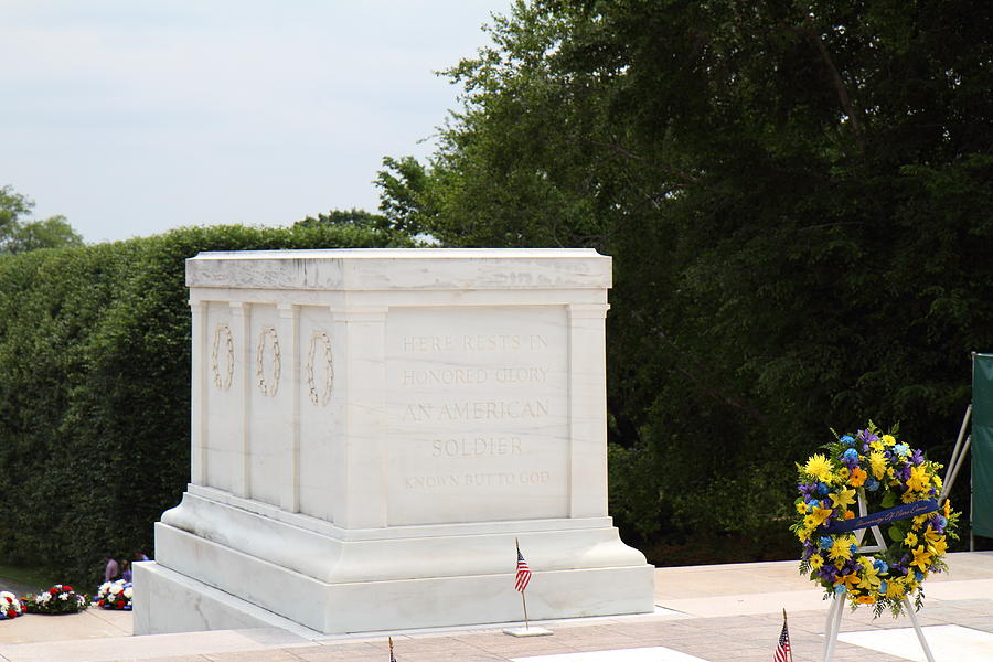 Arlington Photograph - Arlington National Cemetery - Tomb Of The Unknown Soldier - 01136 by DC Photographer