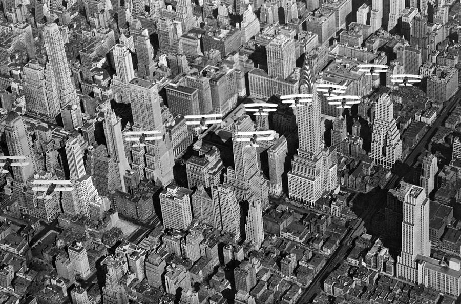 1932 Photograph - Army Air Corp Over Manhattan by Underwood Archives