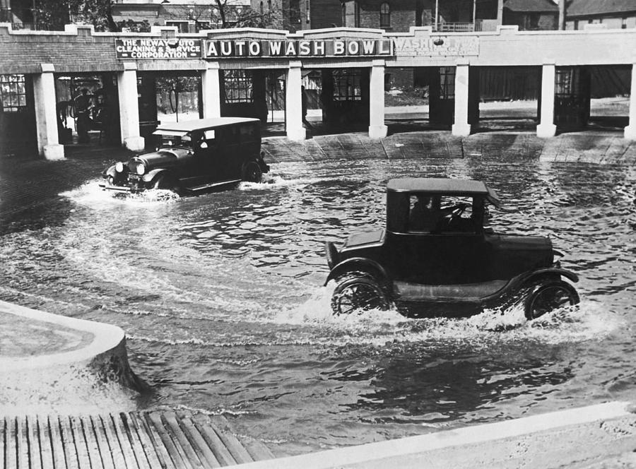 1920's Photograph - Auto Wash Bowl by Underwood Archives