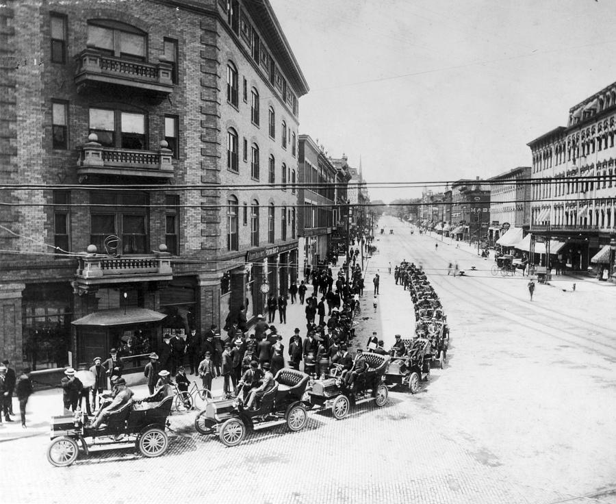 1905 Photograph - Automobile Transportationa Row by Granger