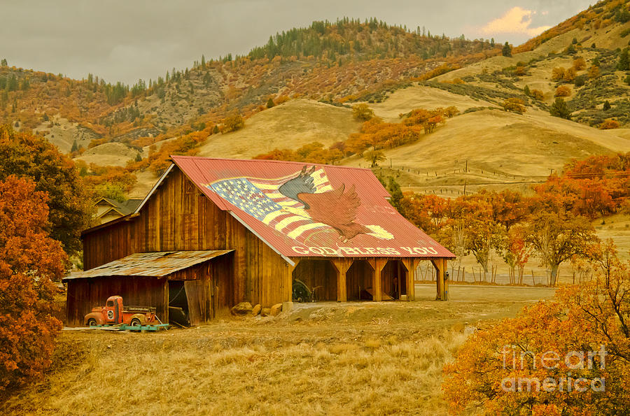 Autumn And The American Barn Photograph By Maryjane Armstrong
