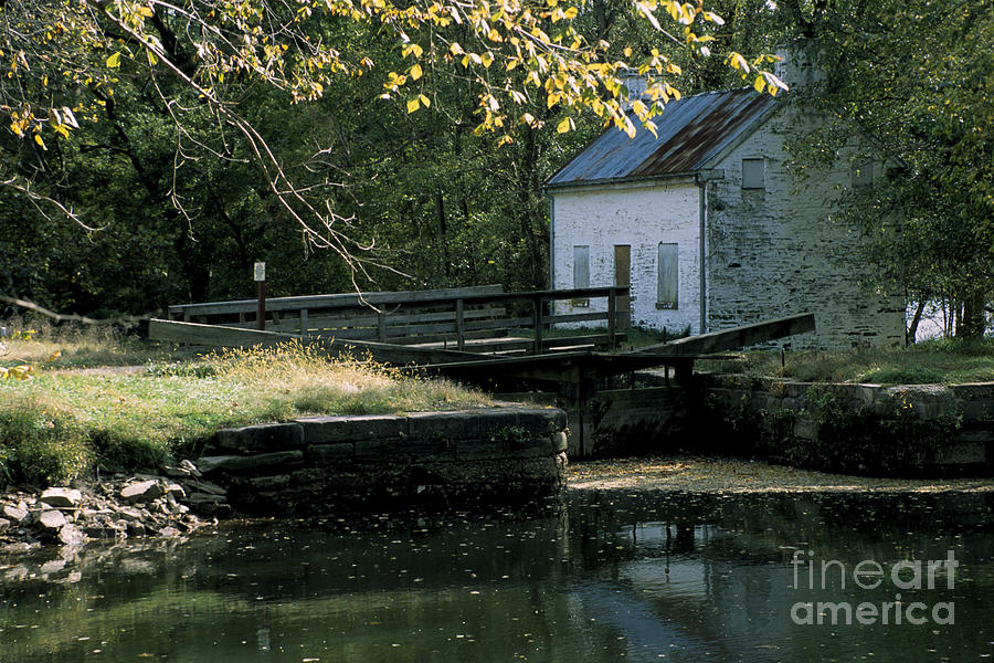 Canal Photograph - Autumn At The Lockhouse by William Kuta