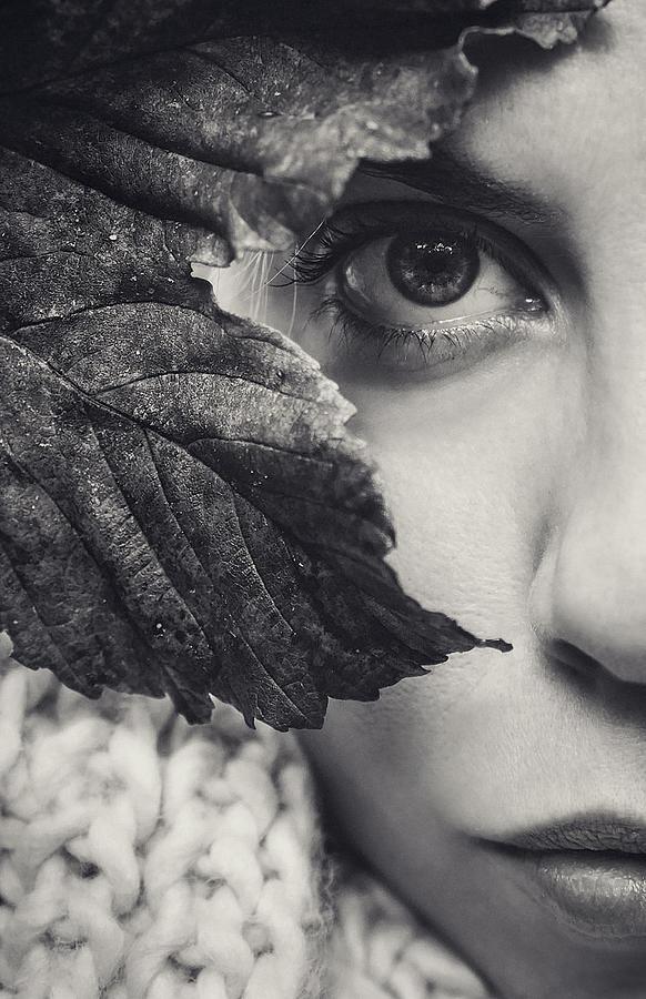 Autumn Woman Photograph by Oscar Sánchez Photography