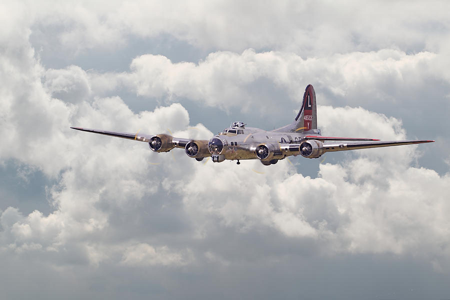 Aircraft Digital Art - B17- Yankee Lady by Pat Speirs