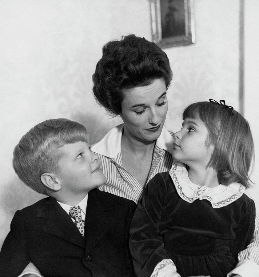 Babe Paley And Her Young Children Photograph by Frances McLaughlin-Gill