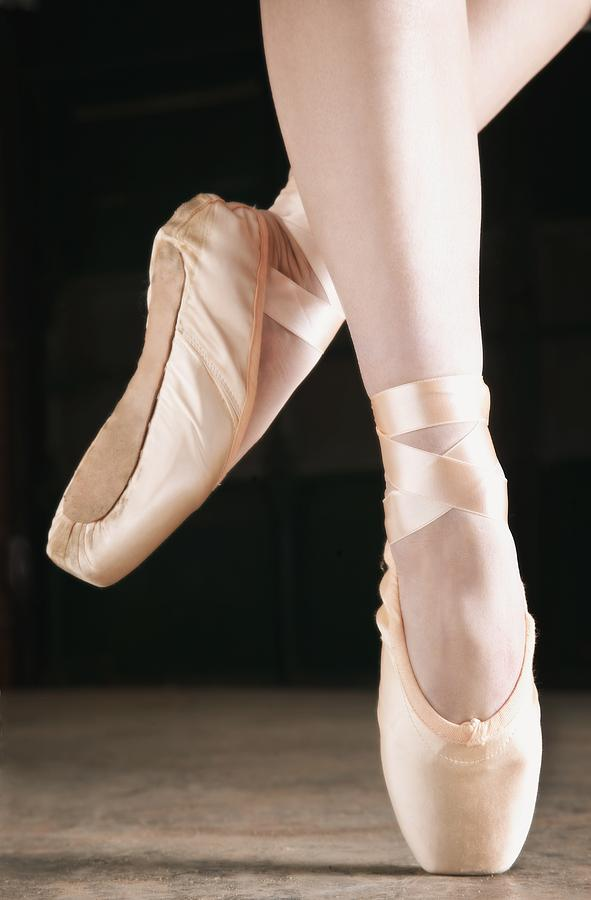 Ballet Dancer En Pointe Photograph By Don Hammond