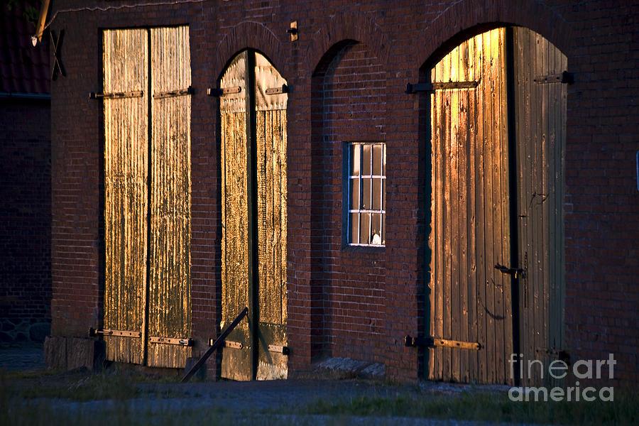 Koehrer-wagner_heiko Photograph - Barn Door Lighting by Heiko Koehrer-Wagner