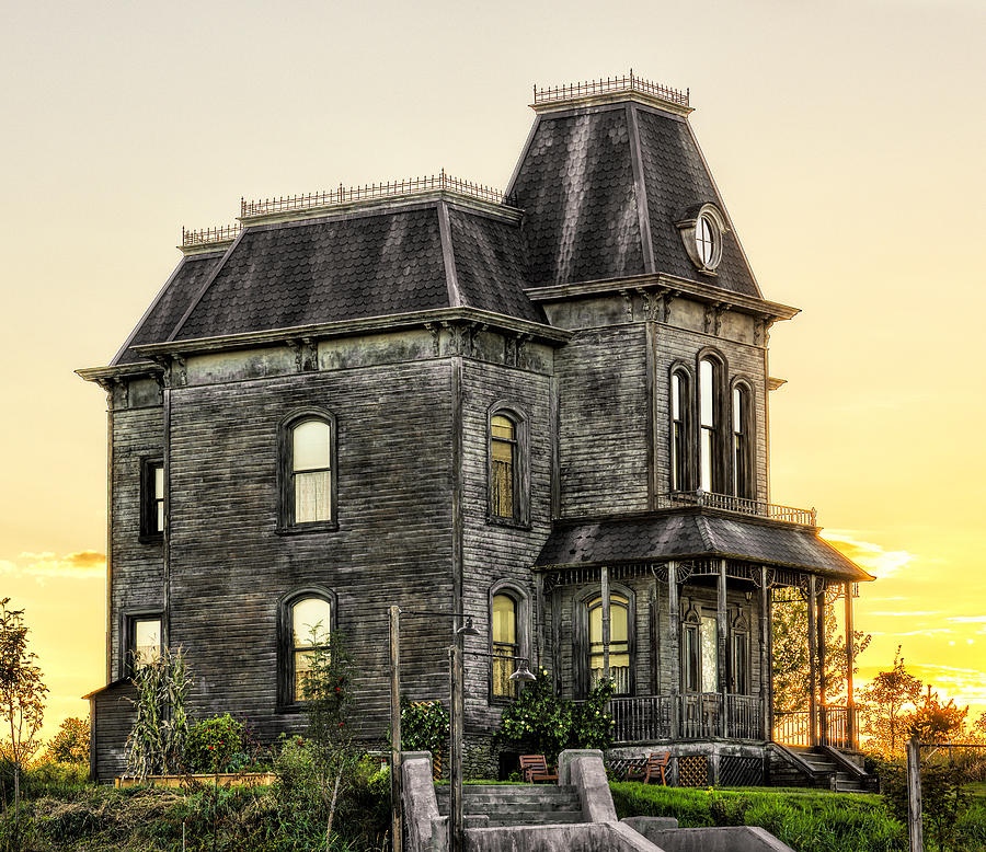 Bates Motel Photograph - Bates Motel Haunted House by Paul W Sharpe Aka Wizard of Wonders