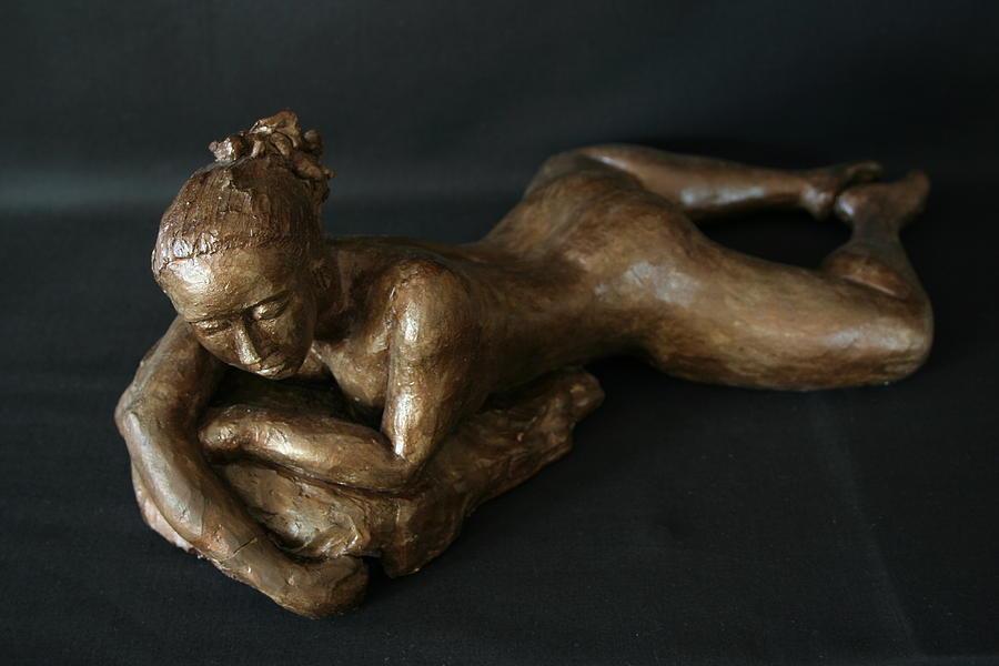 Nude Sculpture Sculpture - Beach Girl - Semi Profil by Flow Fitzgerald