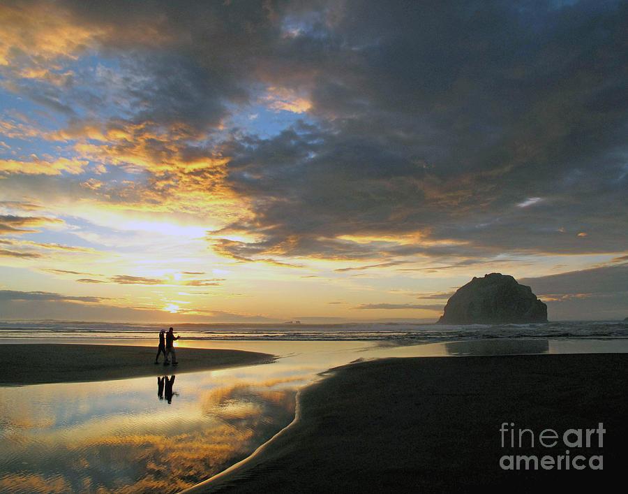 Bandon Photograph - Bandon Beach Stroll by Suzy Piatt