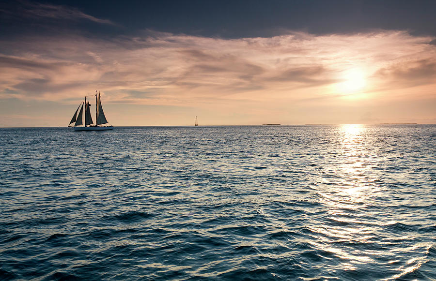Beautiful Sunset Over The Ocean Waters Photograph by Ricardoreitmeyer