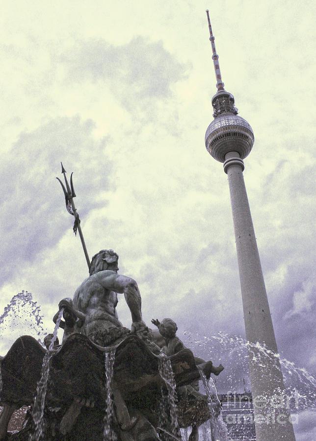 Berlin Photograph - Berlin - Berliner Fernsehturm - Radio Tower No.04 by Gregory Dyer