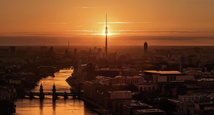 Berlin Photograph - Berlin - Eclipse by Jean Claude Castor
