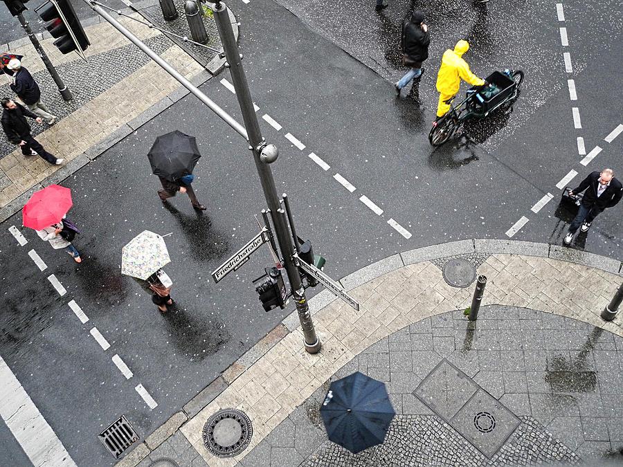 Berlin - Friederichstrasse by Osvaldo Hamer
