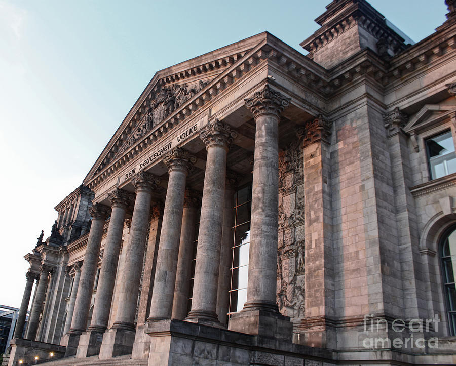 Berlin Photograph - Berlin - Reichstag - Front - 02 by Gregory Dyer
