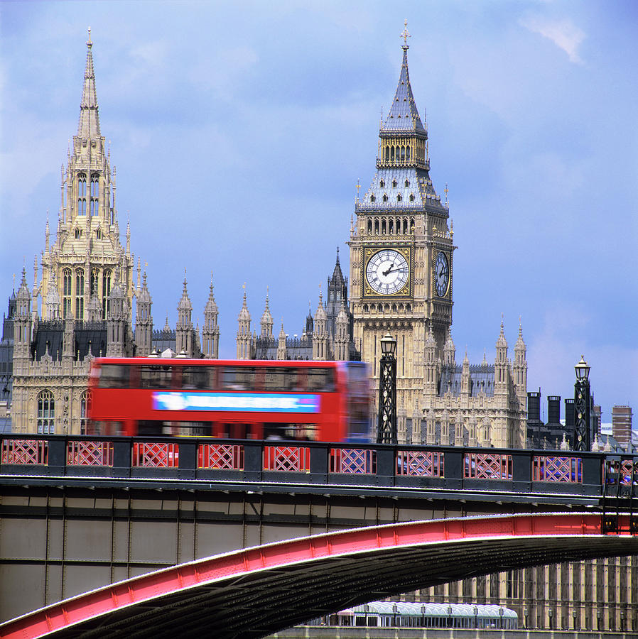Big Ben Photograph - Big Ben And The Houses Of Parliament by Mark Thomas/science Photo Library