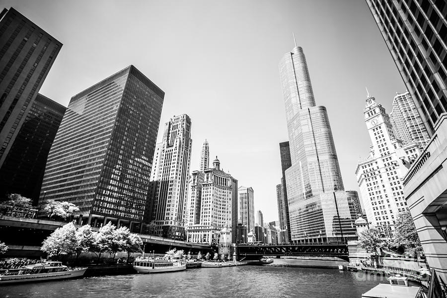 333 North Michigan Avenue Photograph - Black And White Picture Of Downtown Chicago by Paul Velgos