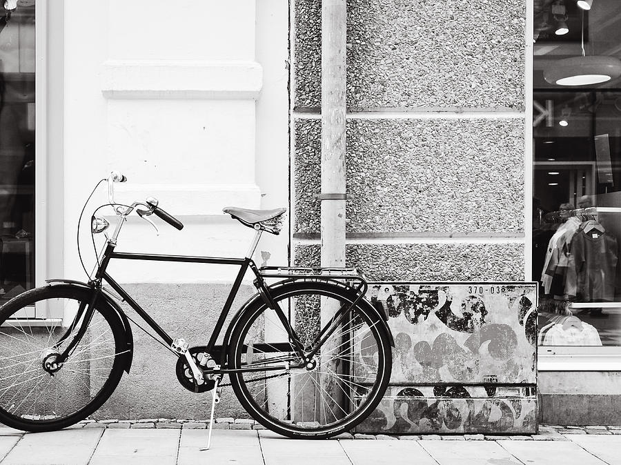 Bicycle Photograph - Black Vintage Bicycle by Jimmy Karlsson