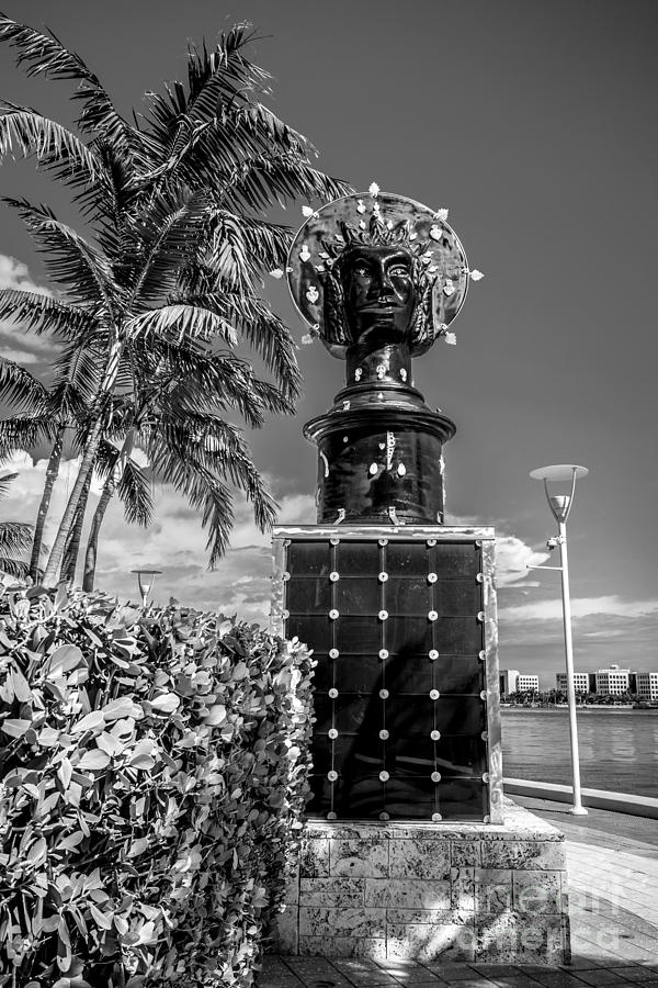 America Photograph - Blue Crown Statue Miami Downtown - Black And White by Ian Monk