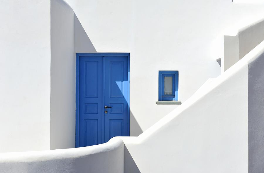 Blue door from a typical greek house in Folegandros. Photograph by Fernando Vazquez Miras
