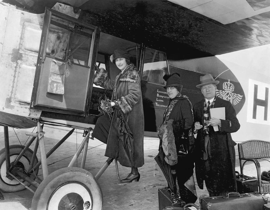 1035-599 Photograph - Boarding Fokker Airplane by Underwood Archives