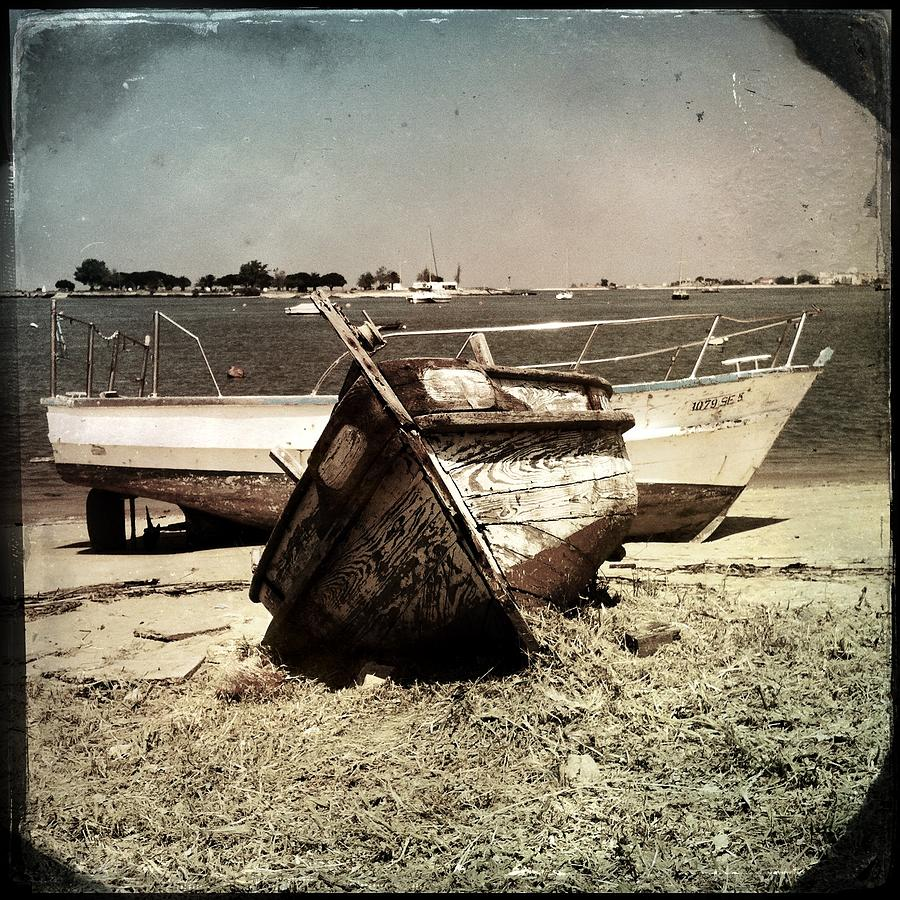 Marco Oliveira Photograph - Boats On The Bay by Marco Oliveira