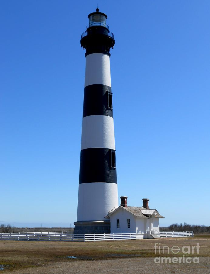 Bodie Island Photograph - Bodie Island Lighthouse by Lesley Giles
