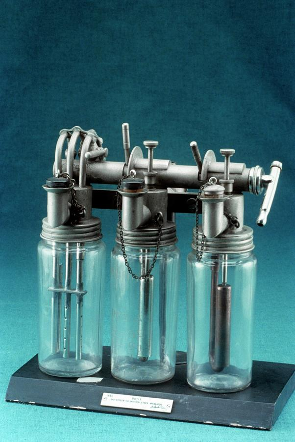 1900s Photograph - Boyles Apparatus For General Anaesthesia by Science Photo Library