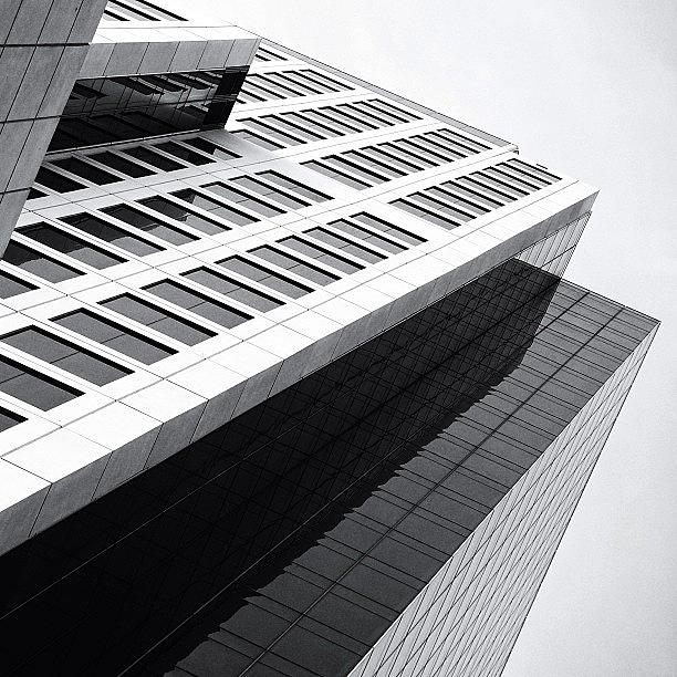 Blackwhite Photograph - Brickell World Plaza - Miami ( 2011 ) by Joel Lopez
