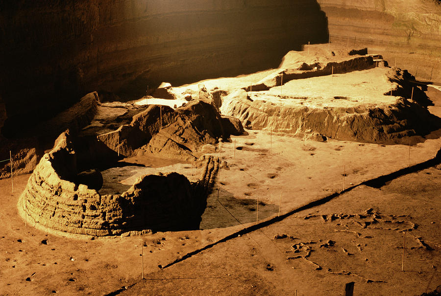 Excavation Photograph - Bronze Age Archaeological Site by Pasquale Sorrentino/science Photo Library