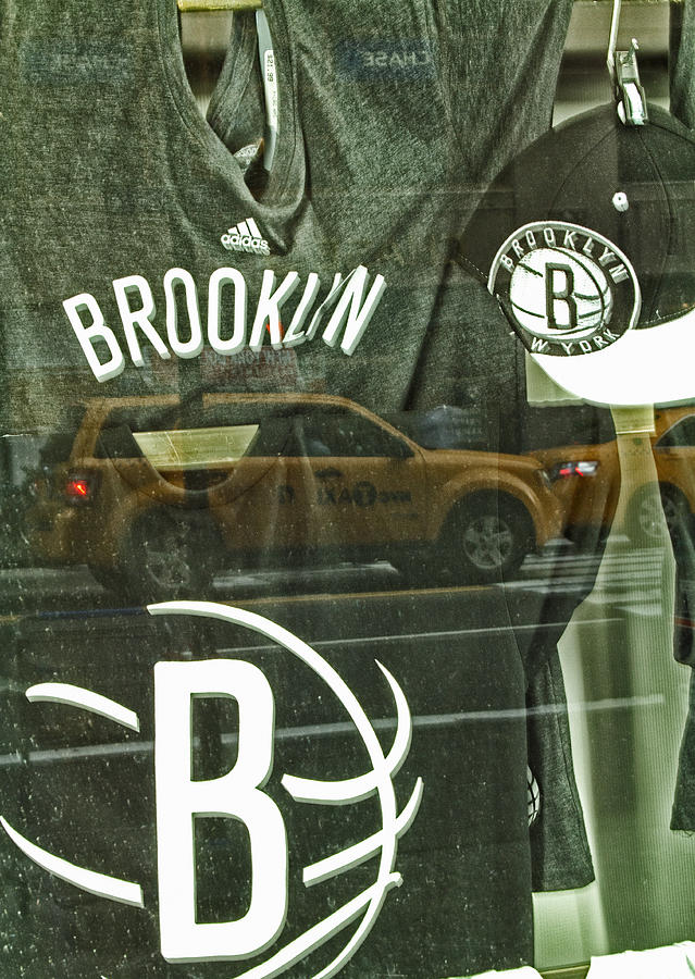 Brooklyn Nets Photograph - Brooklyn Nets by Karol Livote