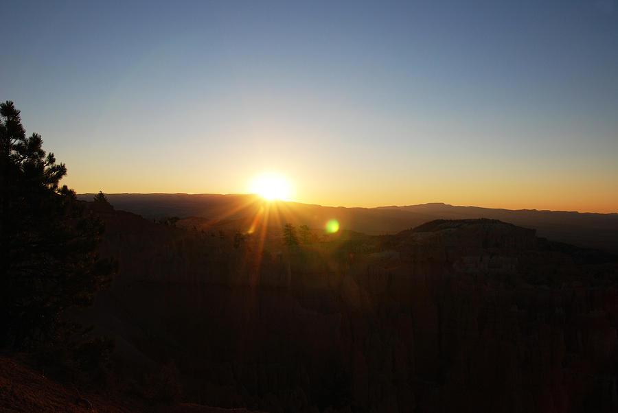 Bryce Canyon Photograph - Bryce Canyon Sunrise by Tracy Winter