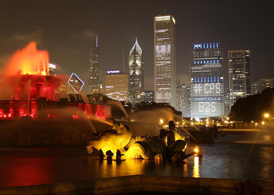 Chicago Photograph - Buckingham Fountain Chicago by Ed Pettitt
