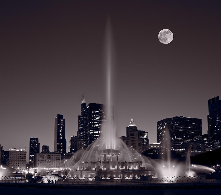 Buckingham Fountain Nightlight Chicago Bw Photograph