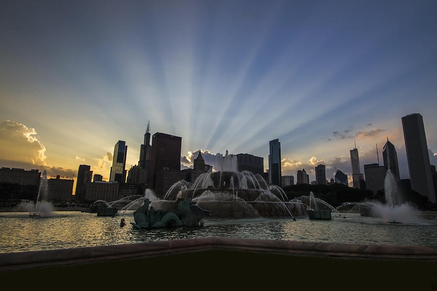 Chicago Skyline Photograph - Buckingham Fountain With Rays Of Sunlight by Sven Brogren