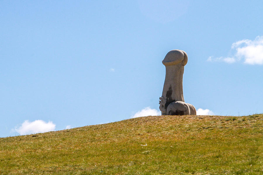 buddhist-penis-statue-in-mongolia-in-a-m