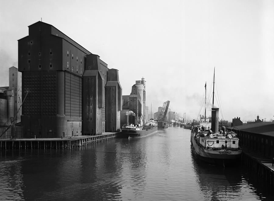 1910 Photograph - Buffalo Canal Harbor by Granger