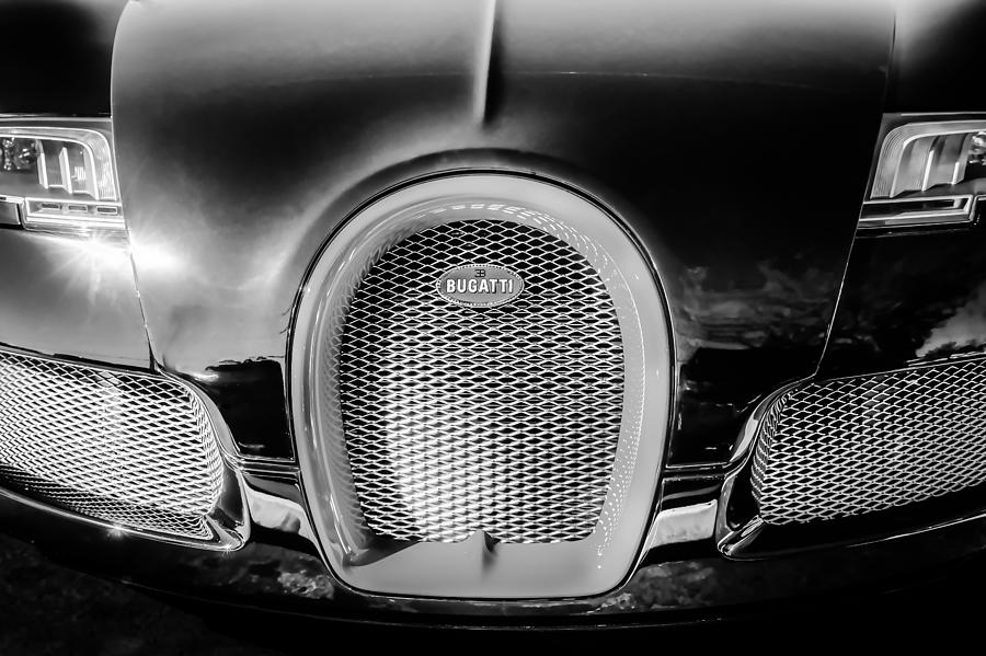 bugatti veyron legend grille emblem 0488bw photograph by. Black Bedroom Furniture Sets. Home Design Ideas