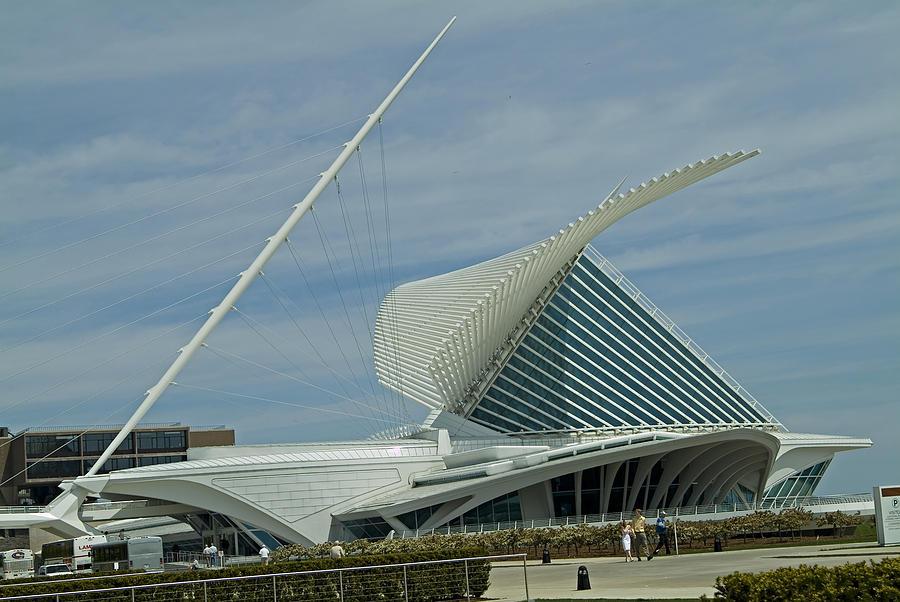 Milwaukee Art Museum Photograph - Calatrava Milwaukee by Devinder Sangha