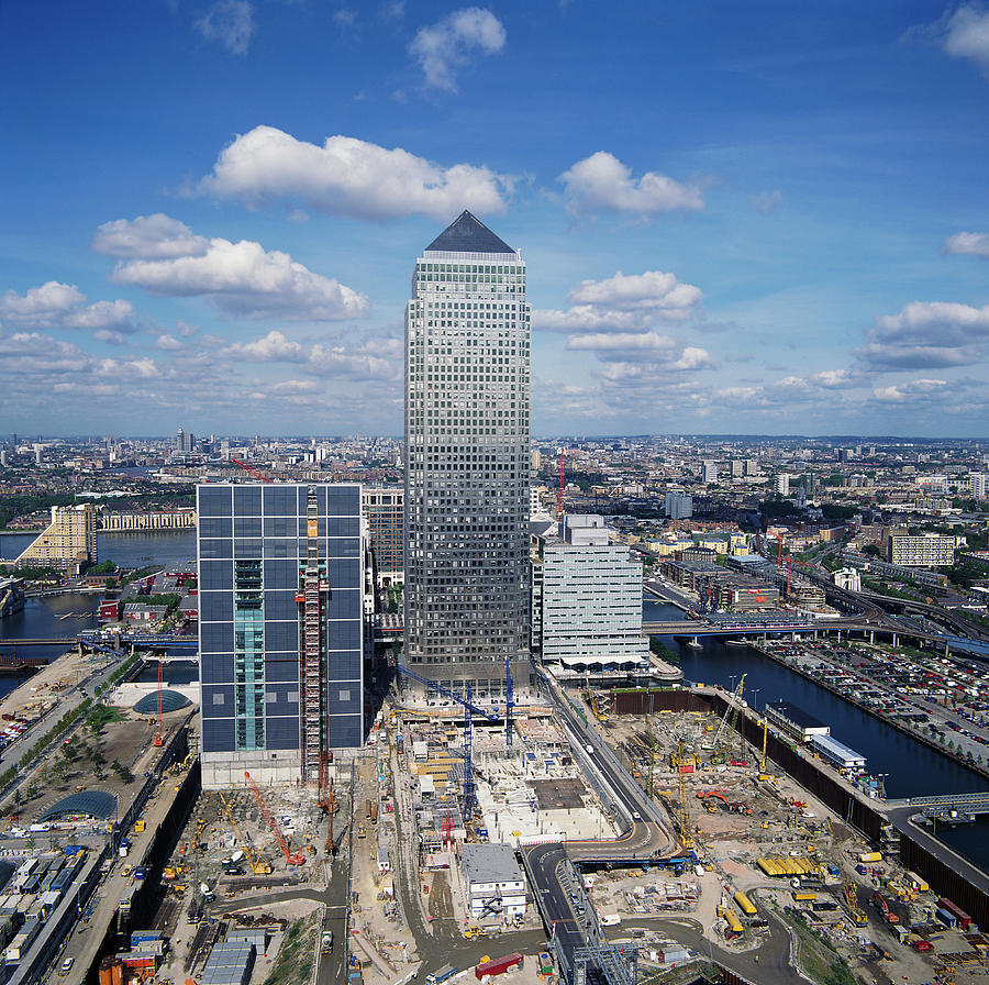 Canary Wharf Tower Photograph - Canary Wharf by Skyscan/science Photo Library